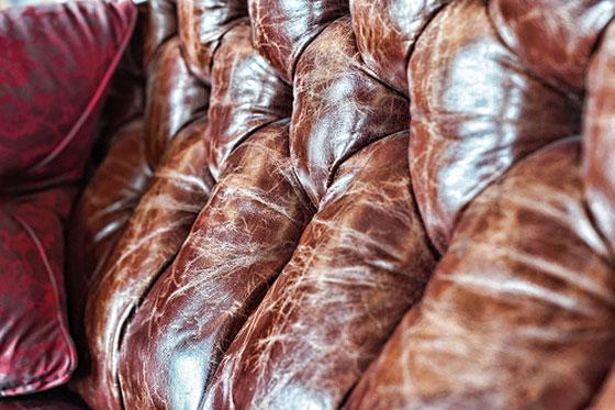 Comment nettoyer de la sève sur un canapé en cuir