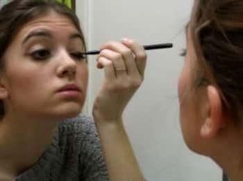 Comment nettoyer un miroir à l'eau bouillante