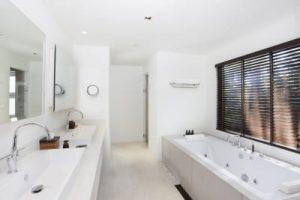 Comment nettoyer une baignoire en fibre de verre