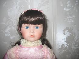 Comment nettoyer une poupée en porcelaine