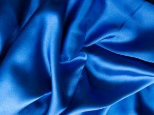 Comment nettoyer une robe de satin
