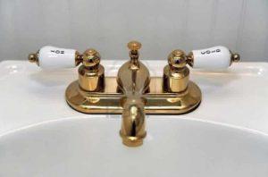 Comment nettoyer des robinets en laiton