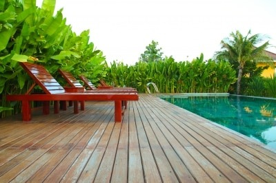 Comment nettoyer une terrasse en bois